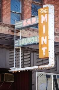 Mint Bar neon in Chinook, Montana