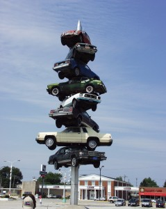 """Spindle"" by Dustin Shuler was in Cermak Plaza in Berwyn, Illinois until it was removed in May 2008"