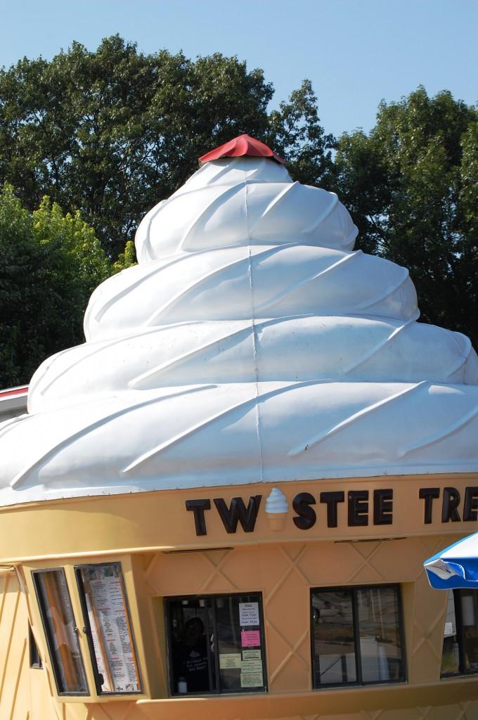 M & M's Twistee Treat - E. Peoria, IL